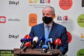 Ministr zdravotnictví Roman Prymula (za ANO) na tiskové konferenci po zveřejnění jeho noční návštěvy (23.10.202