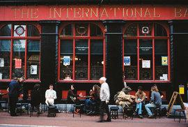 Neodmyslitelná součást života většiny Irů? Pinta dobrého piva v oblíbené hospodě!