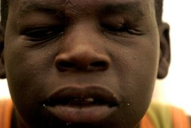 Aby Kony své dětské ojáky zlomil, používal drsné postupy, mezi které patřilo i mučení.