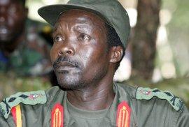 Falešný prorok Joseph Kony: Nutil děti ubít své rodiče motykami, pak z nich dělal své vojáky a sexuální otrokyně