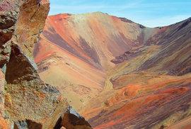 Odlehlá indiánská vesnice Colpitas ukrytá v andských velehorách je domovem Ajmarů. Mají…