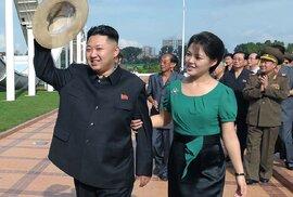 Kim Čong-un si vybral dobře. Manželka mu stojí po boku, kdykoliv potřebuje.