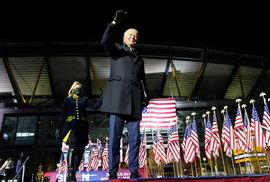 Demokratický kandidát na prezidenta Joe Biden s manželkou Jill