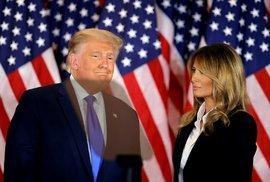Americký prezident Donald Trump s manželkou Melanií  při prvním povolebním projevu.