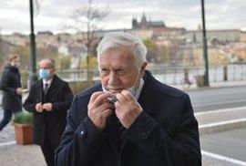 Exprezident Václav Klaus na Národní třídě 17. 11. 2020