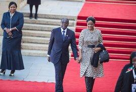 Grace Mugabe a Roberta Mugabe dělilo 41 let.