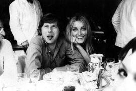 Oba dva byli šťastní dokud Sharon nezavraždila skupina Charlese Mansona.