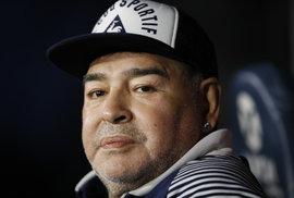 Zemřela legenda Diego Maradona. Jeden z nejlepších fotbalistů všech dob podlehl v šedesáti letech infarktu