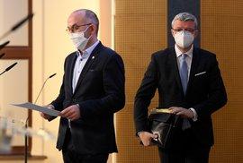 Ministr zdravotnictví Jan Blatný a ministr průmyslu a obchodu a ministr dopravy Karel Havlíček (oba za ANO) na tiskové konferenci po jednání vlády (29. 11. 2020)