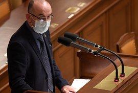 Ministr zdravotnictví Jan Blatný (za ANO) hovoří na mimořádné schůzi Poslanecké sněmovny (9. 12. 2020)