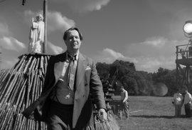 Film Mank režiséra Davida Finche je temnou vizí Hollywoodu třicátých a čtyřicátých let