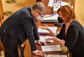 Premiér Babiš diskutuje při závěrečném projednávání státního rozpočtu na rok 2021 ve Sněmovně s ministryní financí (16. 12. 2021)