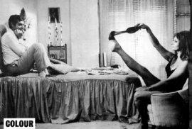 Sophia Loren dělala Marcellovi striptýz ve filmu Včera, dnes a zítra.