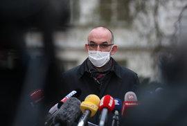 Ministr zdravotnictví Jan Blatný (za ANO) po návštěvě Všeobecné fakultní nemocnice v Praze, kde řešil připravenost na očkování proti covid-19 (16.12.2020)