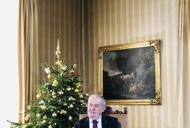 Prezident Miloš Zeman odložil na vánoční poselství ortézu (26. 12. 2020)