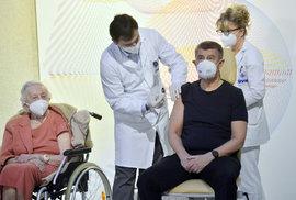 V České republice dnes začalo očkování proti nemoci covid-19. Jako první se nechal očkovat premiér Babiš