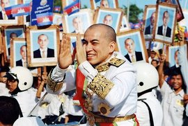 Norodom Sihamoni během korunovace na kambodžského krále