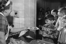 Norodom Sihamoni v Československu vychodil základní i střední školu a vystudoval na AMU