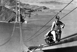Takhle se ve 30. letech stavěl most Golden Gate