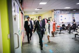 Očkování proti covidu v ČR: Premiér Babiš na inspekci ve FN Motol