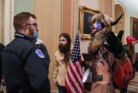 Příznivci Donalda Trumpa vnikli do budovy Kapitolu.