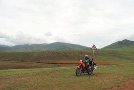 Neobyčejná setkání s obyčejnými obyvateli aneb Na motocyklu po nekonečných pláních Mongolska