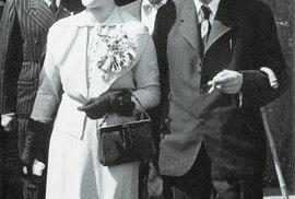 Karel Čapek a Olga Scheinpflugová spolu chodili 15 let, brali se po návratu z Alp v srpnu 1935 a oponou jejich manželství trhl 25. prosince 1938 Karlův zápal plic. Vdova Olga jej přežila o 30 let.