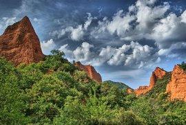 Las Médulas: Červenohnědé skalní útvary provrtané chodbami a štolami jsou…