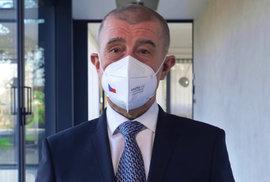 Sledujte Andrejovu nebohou hlavu... a ty oči! Uhnal si krizový manažer vlastní krizi?