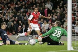 Šilhání po bodu aneb Dobová reportáž ze zápasu, kde Slavia prohrála s Arsenalem 0:7