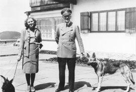Bál se, aby ho nelynčovali jako Mussoliniho: Hitler sebevražednou pilulku vyzkoušel…