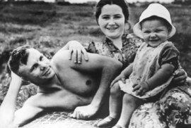 Gagarinova sláva z pohledu manželky: Utajený život ženy nejslavnějšího kosmonauta