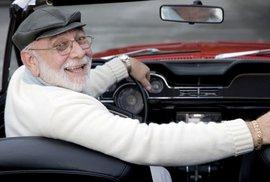 Švýcarský kanton Ženeva přesvědčuje staré lidi, aby odevzdali řidičáky, chce tím řešit…