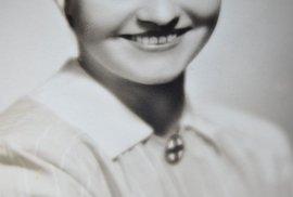 Jako zdravotní sestra během druhé světové války.