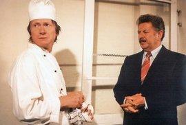 Rozpaky kuchaře Svatopluka (1985). Zajímavost: Byl to první seriál, jehož děj mohli ovlivňovat diváci hlasováním (rozsvěcováním světel v bytech se měřil energetický odběr).