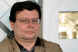 Padl Alexandr Vondra. Ministr obrany, co nekradl, ale vypadal jak arcizloděj