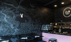 Kavárna PetPunk v Ostravě spojuje design, skvělou kávu a pečení
