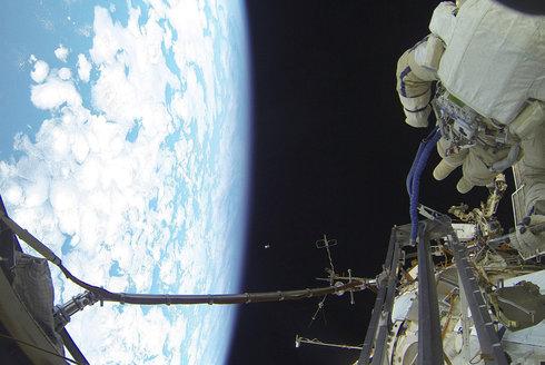 Zavolej si z vesmíru! Jak funguje komunikace mezi ISS a Zemí?