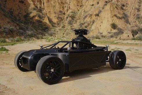 Univerzální auto BlackBird: Hvězda natáčení filmů a reklam na cokoliv