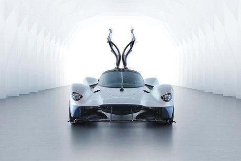 Aston Martin Valkyrie: Klenots dvanácti válci