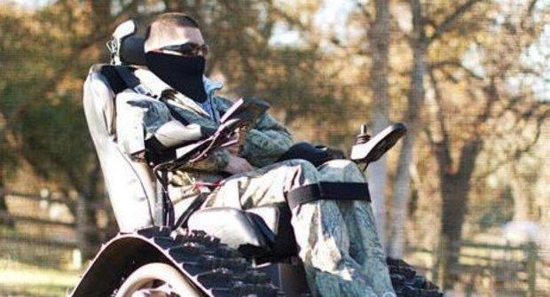 Moderní vynález: Vozík vybavený jako tank