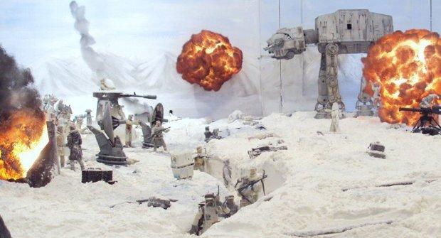 Galerie: Chlápek si přestavěl obývák na bitvu ze Star Wars