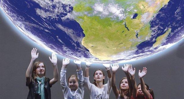 Kontinenty se hýbou jako lodě!