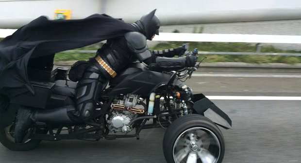 Japonsko má vlastního Batmana! Nebo aspoň blázna v kostýmu