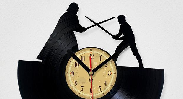 Galerie Star Wars a Pán prstenů: Laserem vyřezané vinylové hodiny