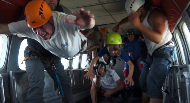 Letíme na asteroid: Minuta ve stavu bez tíže