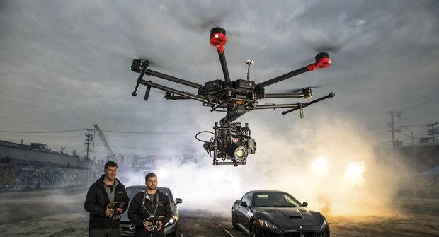 Dron DJI Matrice 600 zvládá i kung fu