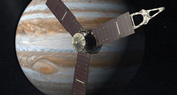 Juno zdraví Jupiter: Sonda konečně dorazila k páté planetě