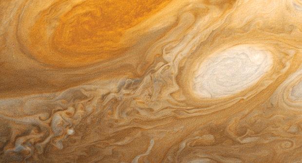 Rychlý obrněnec Juno u krále planet Jupiteru