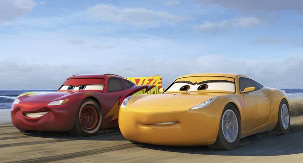 Auta 3: Má ještě Blesk McQueen šanci vyhrávat?